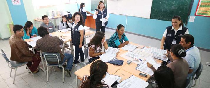 Miembros de mesa que participarán en la Consulta Popular de Revocatoria practicaron con el Sistema de Escrutinio Automatizado en 36 locales del país