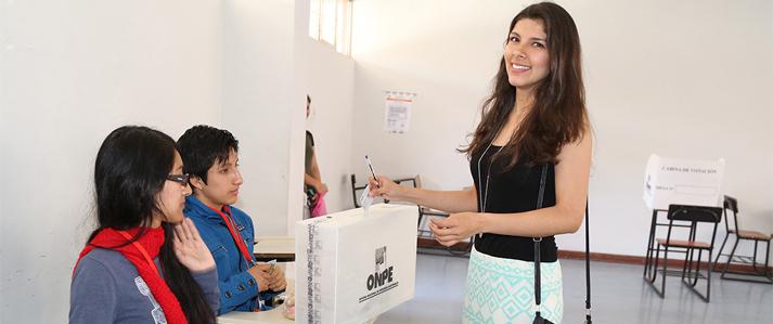 ONPE: Más de 355 mil mujeres peruanas sufragarán por primera vez el 10 de abril