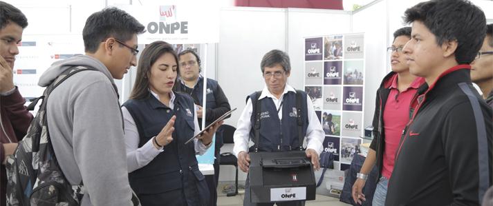 Estudiantes de la UNI califican de rápida, confiable y segura tecnología electoral presentada por la ONPE