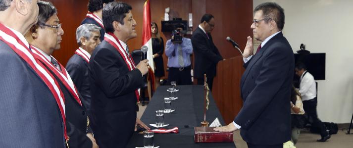El Magister en Física y Matemática, Adolfo Castillo Meza, juramentó como jefe de la ONPE