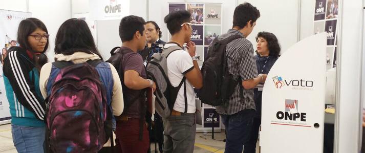 ONPE capacita a universitarios en uso de nuevas tecnologías electorales