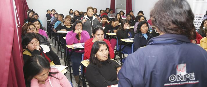 ONPE promueve participación política de más de 800 mujeres de organizaciones sociales de base