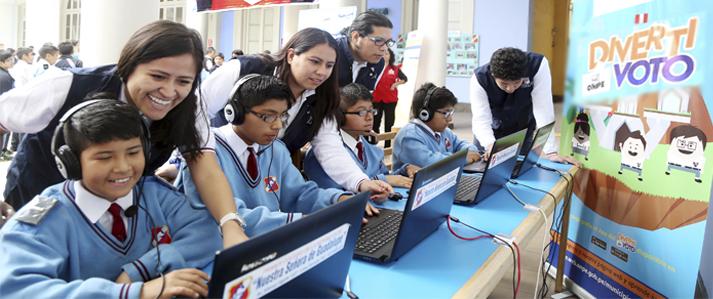 ONPE entretiene a escolares en vacaciones con aplicativo Divertivoto