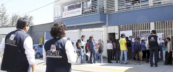 ONPE alista consulta popular de revocatoria a la que serán sometidos 26 alcaldes y 63 regidores
