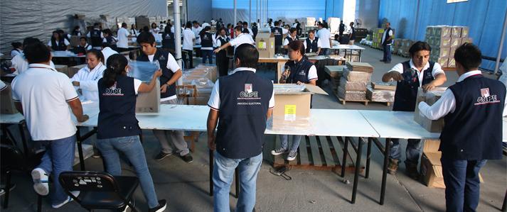ONPE realiza el ensamblaje del material electoral para la Segunda Elección Presidencial