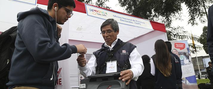 ONPE exhibe equipos de registro biométrico de adherentes y voto electrónico en Módulo: Democracia Somos Todos