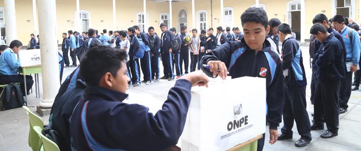 ONPE asistió a más de 1,200 instituciones educativas en la elección de municipios escolares en el 2015
