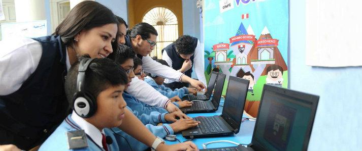 "ONPE promueve la democracia en los estudiantes a través del juego ""Divertivoto"""