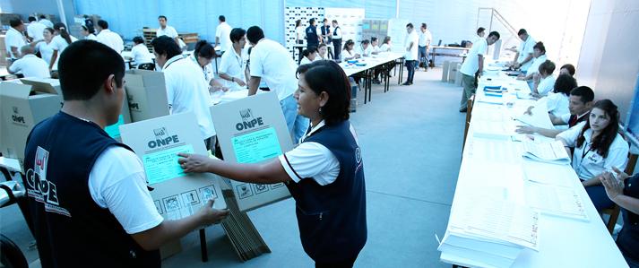 ONPE inició ensamblaje del material electoral para el funcionamiento de más de 77 mil mesas de sufragio