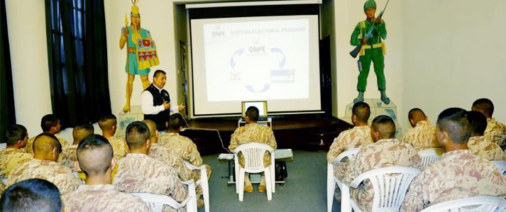ONPE capacitó a militares para la Consulta Popular de Revocatoria en Cusco, Puno y Apurímac