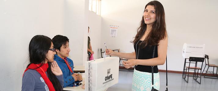 ONPE: el voto femenino representa más de la mitad de la población electoral