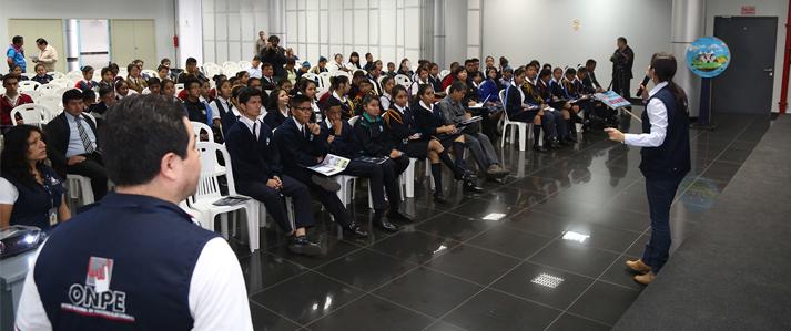 ONPE brinda asistencia para la elección de municipios escolares